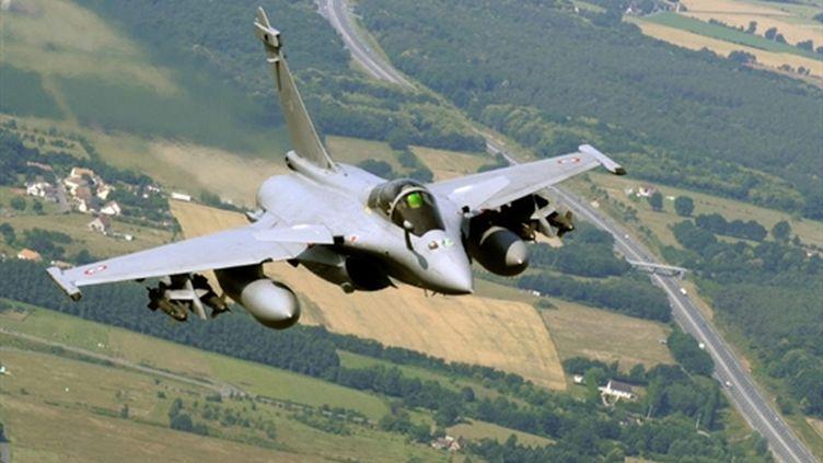 Un avion Rafale en vol au-dessus de Châteaudun (AFP - BORIS HORVAT)