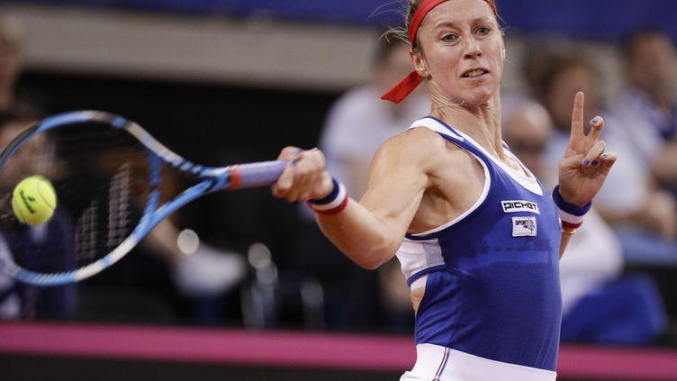 Pauline Parmentier participe à la demi-finale de la Fed Cup à Rouen, le 21 avril 2019. (GEOFFROY VAN DER HASSELT / AFP)