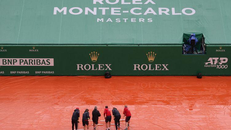 La pluie s'est invitée à Monaco lors du deuxième jour des Masters 1000 de Monte-Carlo. (VALERY HACHE / AFP)