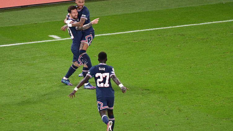 Les Parisiens célèbrent la victoire contre Manchester City, le 28 septembre au Parc des Princes (ALAIN JOCARD / AFP)