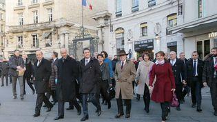 Le gouvernement se rendant à pied à l'Elysée pour le premier conseil des ministres de l'année, le 4 janvier 2016 à Paris. (JACQUES DEMARTHON / AFP)