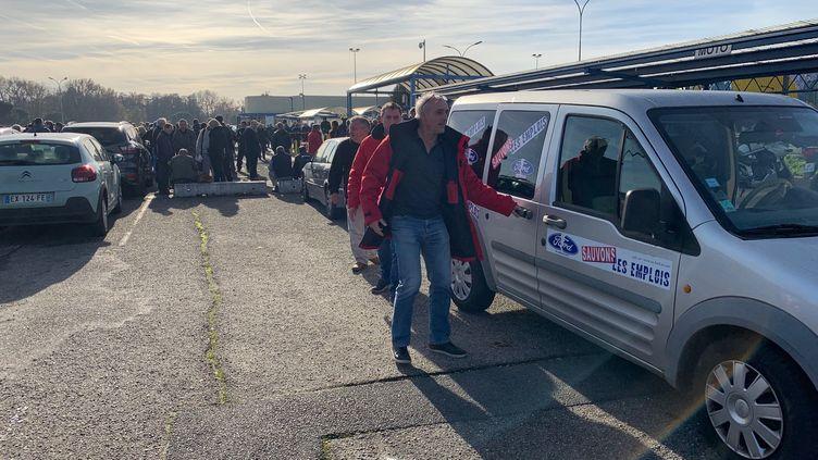 Philippe Poutou devant l'usine Ford Blanquefort le 11 décembre 2018. (ALEXANDRE BARLOT/RADIOFRANCE)