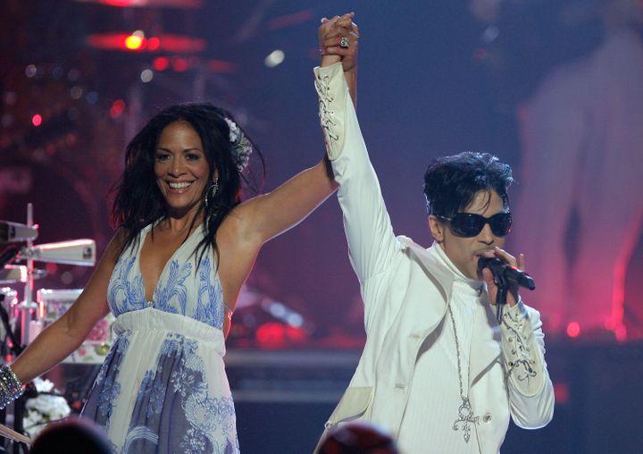 Sheila E et Prince jouent aux NCLR ALMA Awards à Pasadena, le 1er juin 2007. (VINCE BUCCI / GETTY IMAGES NORTH AMERICA)