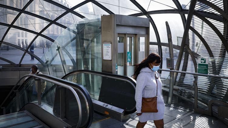 Station Saint-Lazare à Paris, le 24 avri 2020. (GEOFFROY VAN DER HASSELT / AFP)