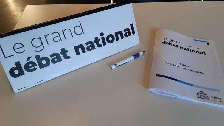 Cahier de doléances pour le grand débat national à Bayonne. (VALÉRIE MENUT / FRANCE-BLEU PAYS BASQUE)