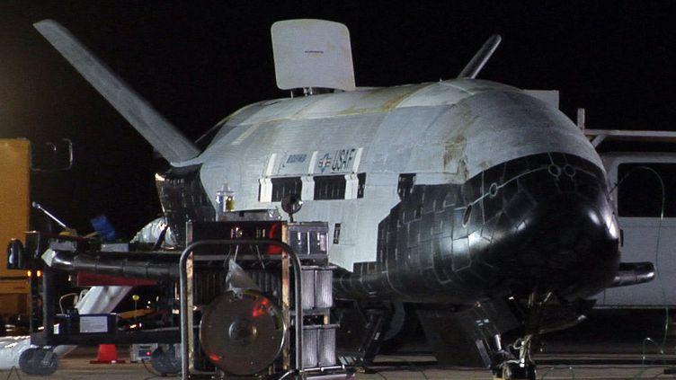 La navette spatiale inhabitée X-37B, le 3 décembre 2012, sur la base de l'aviation américaineVandenberg (Californie, Etats-Unis). (US AIR FORCE / REUTERS)