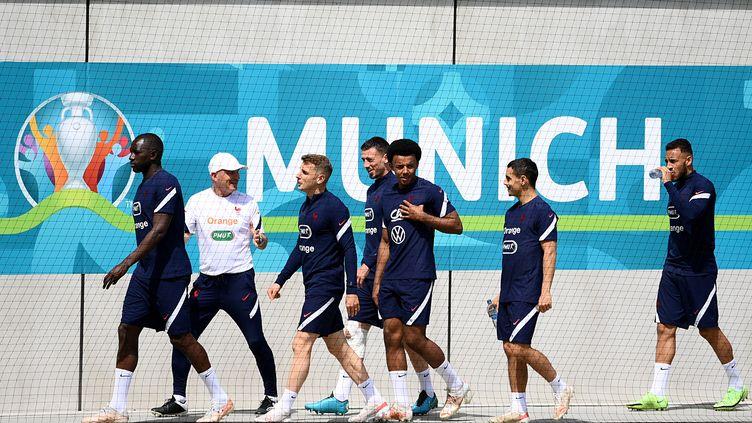 Les joueurs de l'équipe de France à l'entraînement auFC Bayern campus, le 16 juin (FRANCK FIFE / AFP)