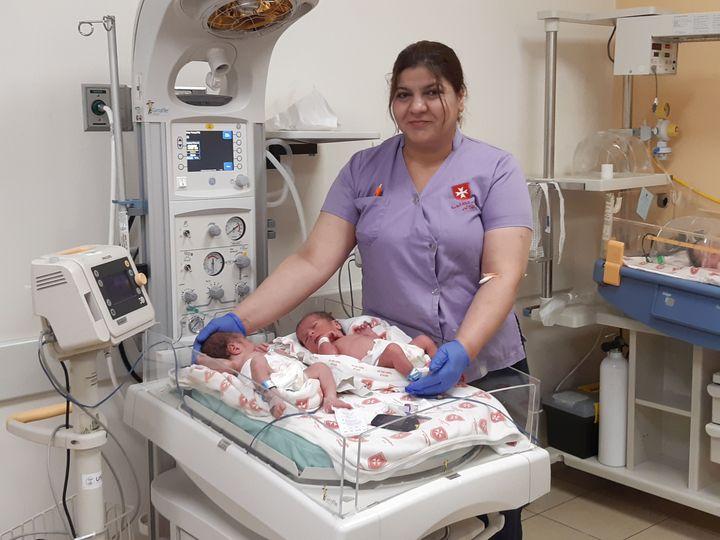 Farès et Rayansont nés en décembre 2019 à l'hôpital de la Sainte-Famille, à Bethléem. (FRÉDÉRIC MÉTÉZEAU / FRANCEINFO / RADIO FRANCE)