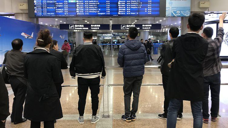Des passagers à l'aéroport de Pékin le 11 mars 2019. Illustration. (STEPHEN SHAVER / MAXPPP)
