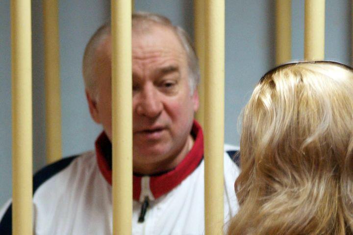 L'ancien agent double Sergueï Skripal lors de son procès à Moscou (Russie), le 9 août 2006. (YURI SENATOROV / KOMMERSANT PHOTO / AFP)