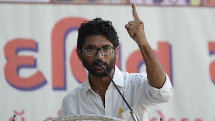 Le leader des dalits, Jignesh Mewani, prend la parole lors d'un meeting à Ahmedabad le 10 septembre 2016. (Sam Panthaky/AFP)