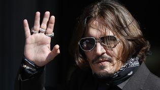 L'acteur américain Johnny Depp le 22 juillet 2020 arrive à l'audiencedu procès qui l'oppose au journal The Sun (TOLGA AKMEN / AFP)