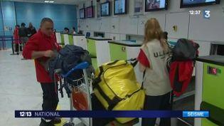 Des secouristes français se préparent à partir au Népal. ( FRANCE 3)
