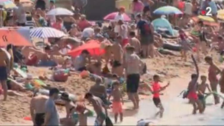 Le littoral varois, le bon plan pour les vacanciers. (FRANCE 2)