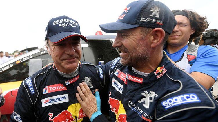 Carlos Sainz (à gauche) et Stéphane Peterhansel rejoignent X-Raid (FRANCK FIFE / AFP)