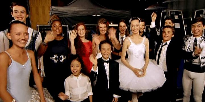Les 13 prodiges retenus pour le concours. Camille, la gagnante 2014, est en rouge au milieu des autres candidats  (France 2 Culturebox)