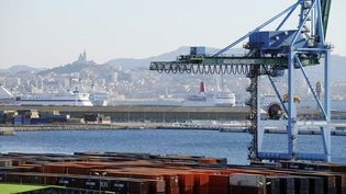 Des conteneurs sur un des terminaux du port de Marseille, premier port de commerce français. (ANNE-CHRISTINE POUJOULAT / AFP)