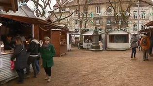 La ville de Besançon (Doubs) a fait de son marché de Noël une marque de fabrique, où la production locale a toute sa place sous les sapins. (France 3)
