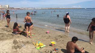 """Milleenfants isérois """"oubliés des vacances"""" avaient pu profiter de la plage de Palavas-les-Flots (Hérault)en août 2019. (ELENA LOUAZON / RADIOFRANCE)"""