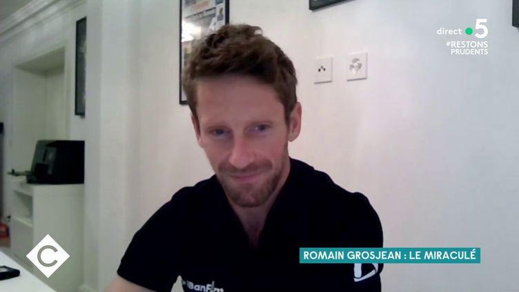 """Le pilote de Formule 1 Romain Grosjean dans l'émission """"C à Vous"""", sur France 5, le 10 décembre 2020. (FRANCE 5)"""