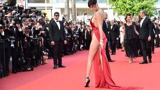 """La mannequin américaine Bella Hadid lors de la projection du film """"La fille inconnue"""" des frères Dardenne, au 69e festival de Cannes, le 18 mai 2016. (ALBERTO PIZZOLI / AFP)"""