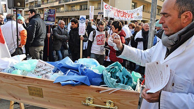 (Grève des médecins à Lyon contre la loi de santé de Marisol Touraine. Le 5 janvier 2015 © Maxppp)