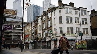 Dans les rues vides de Londres au Royaume-Uni, le 15 janvier 2021. (TOLGA AKMEN / AFP)