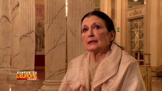 Avenue de l'Europe. A 81 ans, cette danseuse étoile italienne n'a jamais quitté les planches