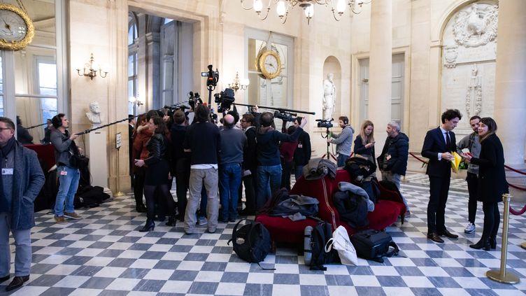 Des journalistes dans la salle des quatre colonnes à l'Assemblée nationale. (Illustration). (ALEXIS SCIARD  / MAXPPP)