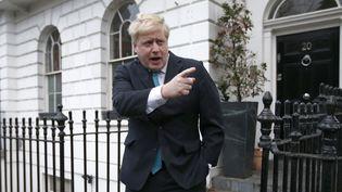 """Le maire de Londres, Boris Johnson, lors d'une conférence de presse pourannoncer son soutien au """"Brexit"""", dimanche 21 février 2016, devant son domicile à Londres. (PETER NICHOLLS / REUTERS)"""