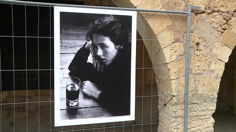 Isabelle Adjani photographiée à 18 ans par Anny Duperey invitée d'honneur du festival photo de Montignac (Dordogne) (France 3 Nouvelle Aquitaine)