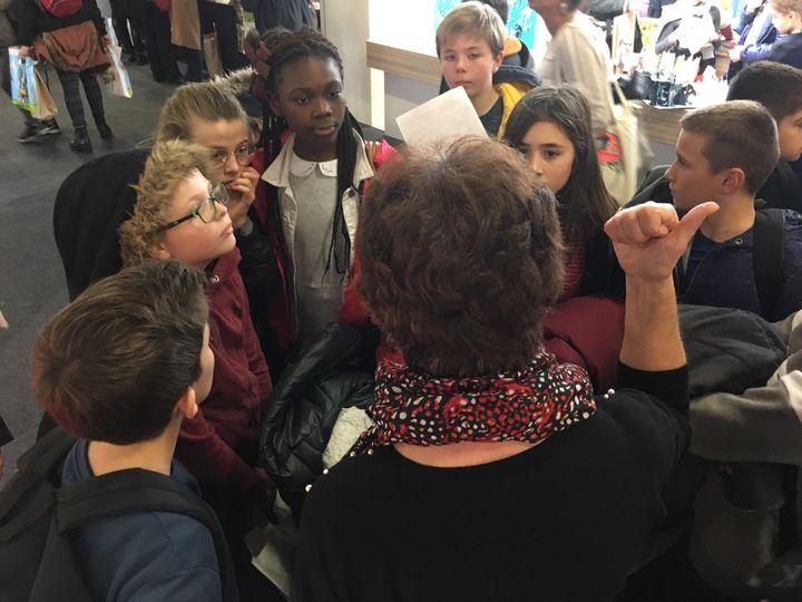 Mission des élèves de 6e à Montreuil : acheter des livres pour le CDI  (Laurence Houot - Culturebox)