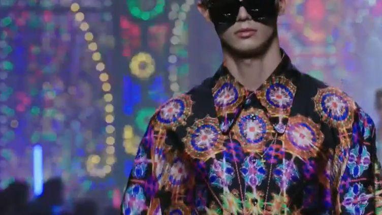 Dolce & Gabbana printemps-été 2022, à la Milan Fashion Week, juin 2021 (Capture écran show Dolce & Gabbana printemps-été 2022)
