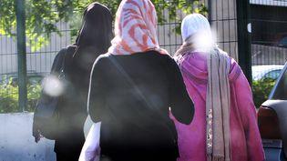 Des femmes portant le voile, le 6 juin 2014 à Montpellier (Hérault). (MAXPPP)
