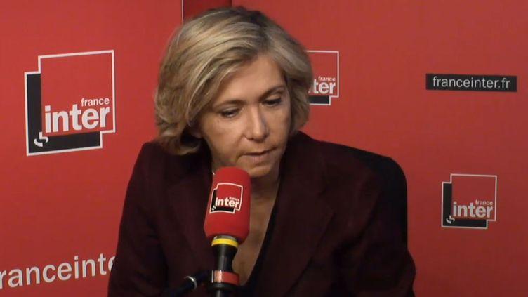 Valérie Pécresse, la présidente LR de la région Île-de-France, dans le studio de France Inter le 5 mars 2018. (FRANCE INTER / RADIO FRANCE)