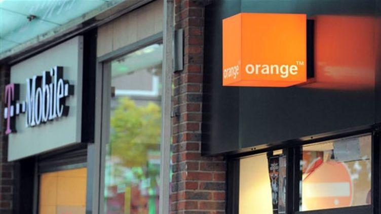 Boutiques Orange et T-Mobile à Liverpool. Les deux opérateurs vont s'allier au Royaume-Uni (septembre 09) (© AFP / Paul Ellis)