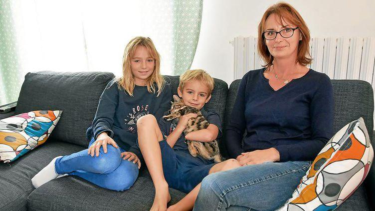 Léo, 7 ans, est né à Guidel (Morbihan) sans main gauche. (EMMANUELLE GOURVES / MAXPPP)