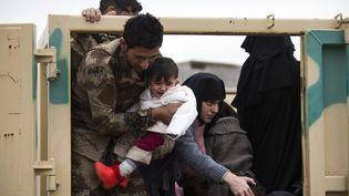 Des civils sont évacués de Mossoul le 15 novembre 2016. (ODD ANDERSEN / AFP)