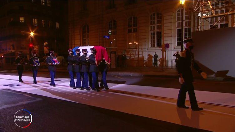 Maurice Genevoix fait son entrée au Panthéon, mercredi 11 novembre 2020 à Paris. (FRANCEINFO)