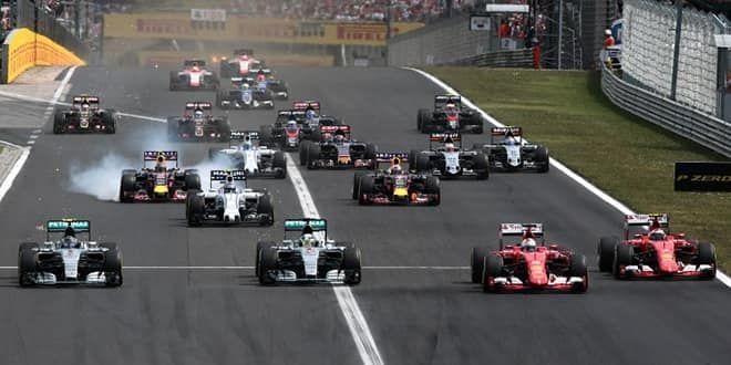 Les deux Ferrari débordent les deux Mercedes au départ à Budapest