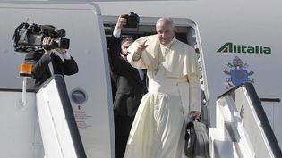 Le pape François à son départ de Naïrobi pour l'Ouganda le 27 Novembre 2015 (Photo AFP/Simon Maina)