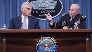 Le secrétaire d'Etat américain à la Défense, Chuck Hagel, et le général Martin Dempsey, le 21 août 2014 au Pentagone, à Washington DC (Etats-Unis). (SAUL LOEB / AFP)