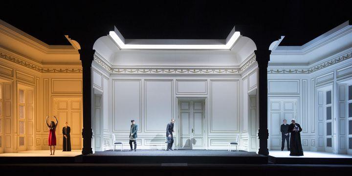 """""""Bérénice"""" de Michael Jarrell : l'architecture des espaces sur scène.  (Monika Rittershaus/Opéra national de Paris)"""
