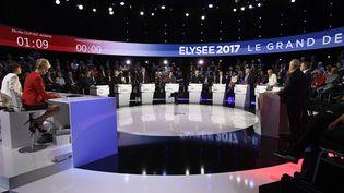 """Les candidats à la présidentielle lors du """"Grand Débat"""" de BFMTV et CNews, le 4 avril 2017. (AFP)"""