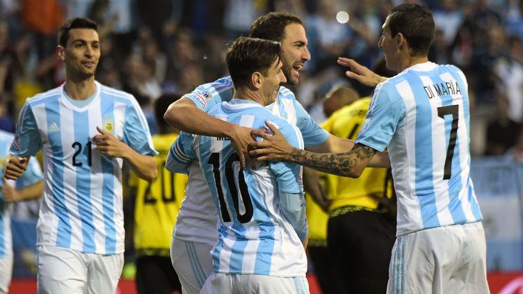 La joie de Gonzalo Higuain, auteur du seul but de la victoire argentine face à la Jamaïque. (LUIS ACOSTA / AFP)