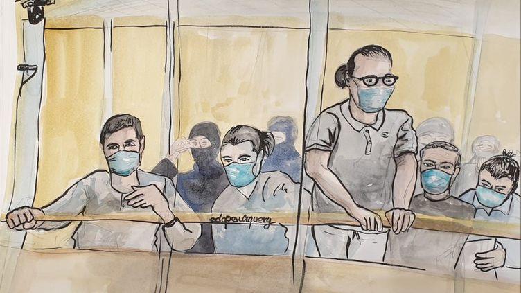 Saïd Makhlouf, debout et appuyé sur la barre du box des accusés, le 9 octobre 2020 lors du procès des attentats de janvier 2015, à Paris. (ELISABETH DE POURQUERY / FRANCEINFO)