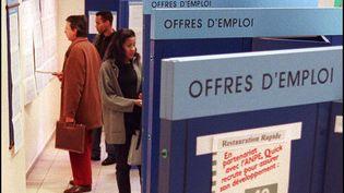 Un bureau de l'ANPE en 1996. Cette année-là, la France comptait plus de 3 millions de chômeurs. (PATRICK KOVARIK / AFP)