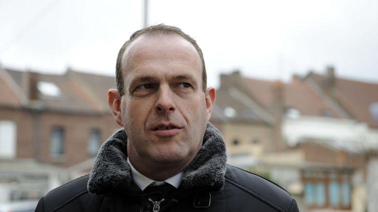 Le maire FN de Hénin-Beaumont, Steeve Briois, le 22 mars 2015, près de l'école Jean-Jacques Rousseau de la commune (Nord). (ALCALAY SARAH/SIPA)
