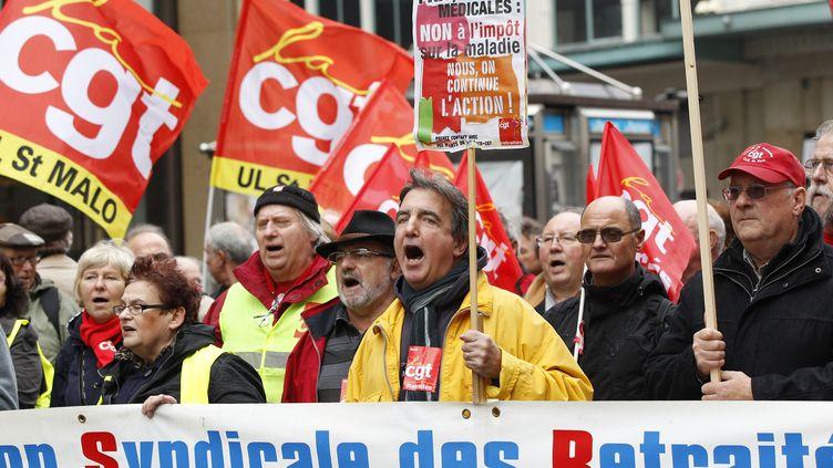 Manifestation pour la défense des pensions de retraite le 1 octobre 2012 à Paris. (GONZALO FUENTES / REUTERS)