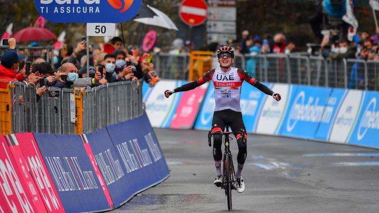 L'Américain Joe Dombrowski a remporté un succès de prestige, mardi 11 mai 2021, à Sestola, à l'occasion de la 4e étape du Giro. (DARIO BELINGHERI / AFP)